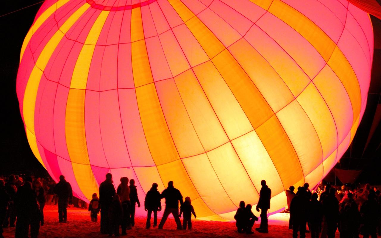 Spectators and a Big Balloon - Gene Schwope - SPCC