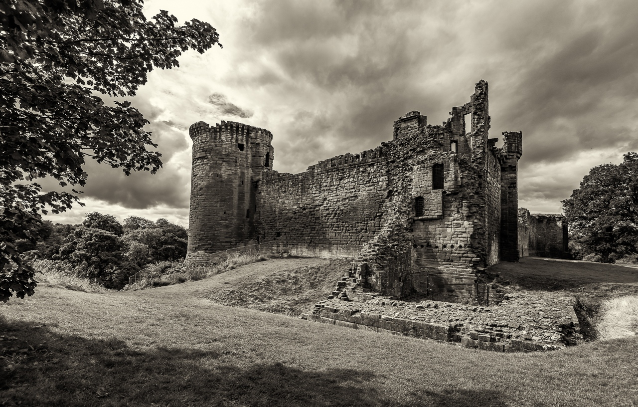 Honorable Mention - Bothwell Castle -Scotland Nr 2 - Alan Kieker - Minnesota Valley Photo Club